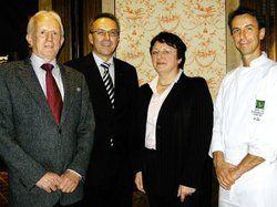 Zuständig für Genuss<em>: (von links) Jürgen Ellwanger, Günter Bäder (Staatsweingut Weinsberg), Monika Drautz und Bernhard Diers<tbs Name=