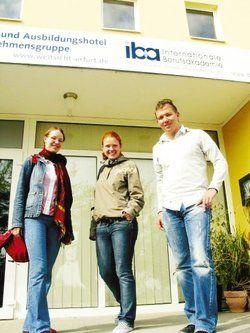 Aufatmen nach der letzten Klausur: <em>(von links) Diana Keucher, Heidi Wirth und Norman Kirsche <tbs Name=