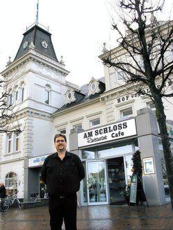 Stolzer Gastronom: <em>René Petat führt das Schloss-Café in Jever <tbs Name=