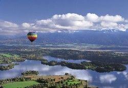 Murnau aus der Vogelperspektive: Der Alpenhof bietet jetzt auch Heißluftballonfahrten