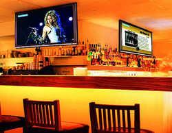 Blickfang: Großflächige TV-Systeme locken Gäste