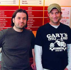 Neu im Markt: Adrian Charly (links) und Björn Unkel wollen die Marktlücke zwischen Döner und Sushi füllen