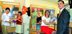 Permanente Kundenbindung: Für die Mitarbeiter der Touristinformation in Kassel schon heute eine Selbstverständlichkeit. Von links: Karin Hack, Sabine Wölm, Yvonne Becker, Natascha Callebaut und Hubert Henselmann