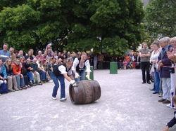 Cesidia und Aron auf Siegestour: Das Pschorr-Team gewann die Gastro-Olympiade, die beim 850. Stadtgründungsfest Münchens ein echter Publikumsmagnet war