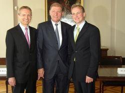 Freude über die guten Ergebnisse: (von links)  Erlfried Baatz, Hans-Henning Wiegmann, Andreas Brokemper, Mitglieder der Geschäftsführung von Henkell & Söhnlein.