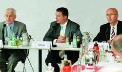Nehmen kein Blatt vor den Mund: (von links) Manfred Zeiner, dwif-Geschäftsführer, Thomas Mang, Präsident des Sparkassenverbandes Niedersachsen, und Pressesprecher Michael Schier