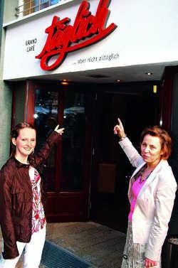 Besitzerstolz: Gabriele Güse (rechts) mit Tochter Katja