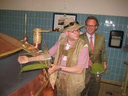 Bierbrauer bei der Arbeit: (von links nach rechts) Conrad Seidl und Franz von Trockau.