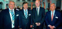 Zukunftsoptimisten unter sich: (von links) HGK-Vorstände Waldemar Fretz, Wolfgang Schmidt, Trendforscher Matthias Horx und HGK-Aufsichtsratsvorsitzender Ernst Fischer
