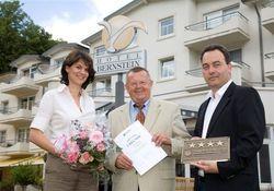 Freuen sich über die Auszeichnung: (von links nach rechts) Sandra Dorissen, Wilfried Rotkirch, Thomas Dorissen