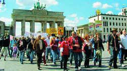 Protestwelle rollt: Wie in Berlin (Foto) gehen auch in anderen Städten die Wirte auf die Straße und äußern ihren Unmut über das Rauchergesetz
