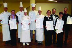 Qualifizierter Nachwuchs fürs Gastgewerbe: Die Küchen- und Restaurantmeister der Hotelfernschule Poppe & Neumann haben ihre Meisterprüfung geschafft.