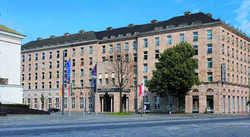 Unter neuer Flagge: Das Hotel Duisburger Hof, direkt neben der Rheinoper
