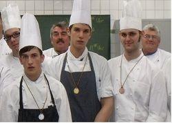 Strahlende Sieger: (vorne von links) Mischa Hargesheimer, Timo Mansholt - beide Pades Restaurant in  Verden - und Marvin Wichmann vom Parkhotel in Bremen