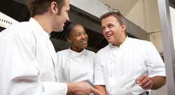 Arbeitsplatz Küche: Viele Gastronomen und Hoteliers suchen vergeblich nach engagierten Köchen