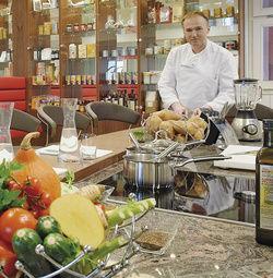 Stolz: Florian Klinger in der neuen Schauküche