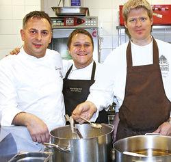 Koch-Freunde gemeinsam im Einsatz: (von links) Erich Schwingshackl, Anton Schmaus und Michael Philipp