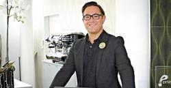 Multitasking ist gefragt: Christian Kubessa, Guest Service Manager im Prizeotel Bremen