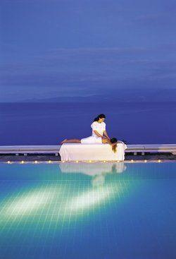 Massagen mit Blick auf das Mittelmeer – bald möglich in den Six Senses Spas der Elounda Hotels & Resorts auf Kreta.