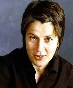 <em>Ursula Heinzelmann</em> <em/>ist gelernte Köchin und Sommeliere. Sie arbeitet als Journalistin und Buchautorin in Berlin