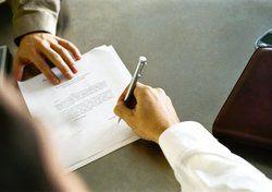 Unterschriftsreif: <em>In Europa nimmt die Bedeutung von Pachtverträgen zugunsten von Managementvereinbarungen ab <tbs Name=