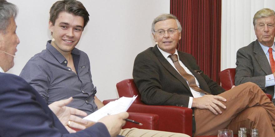 Bestens besetzte Podiumsdiskussion: (von links) Moderator Rolf Westermann, Philipp Riederle, Wolfgang Bosbach und Albert Darboven.