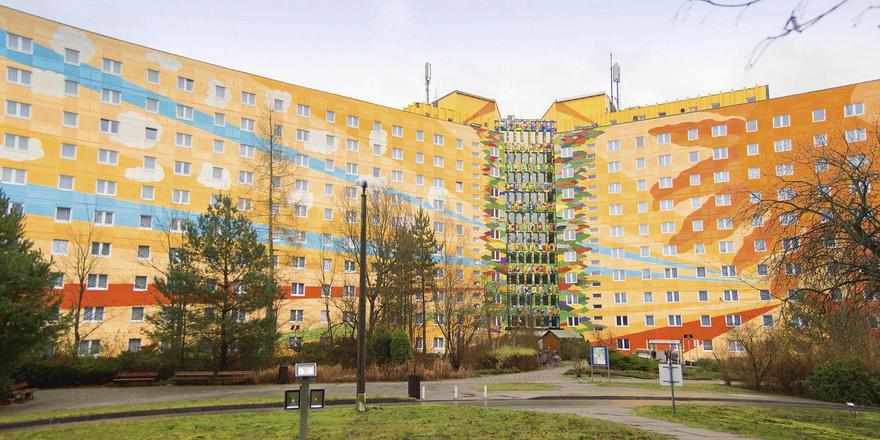 Bunter Hingucker: Die Frontfassade des Ahorn Seehotel Templin strahlt in neuem Glanz.