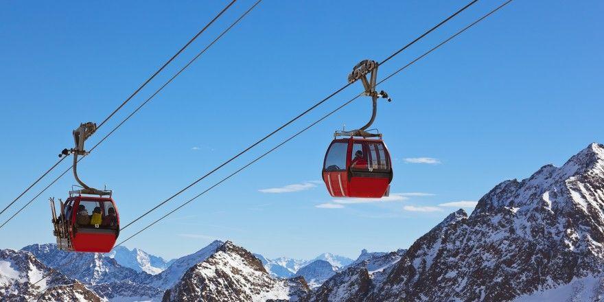 Skifahren im Winterurlaub: In den höher gelegenen Gebieten ist das derzeit gut möglich