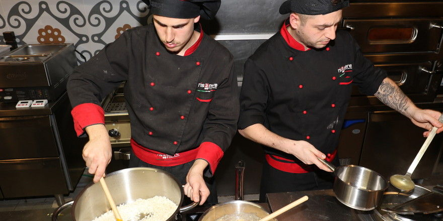 Risamore: Risotto-Köche in Aktion