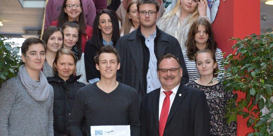 Mehr als 500.000 Euro in acht Jahren: Über diese Fördersumme freuten sich die Pegnitzer Berufsfachschüler bei einer Präsentation über ihre Lernerfahrungen im Ausland