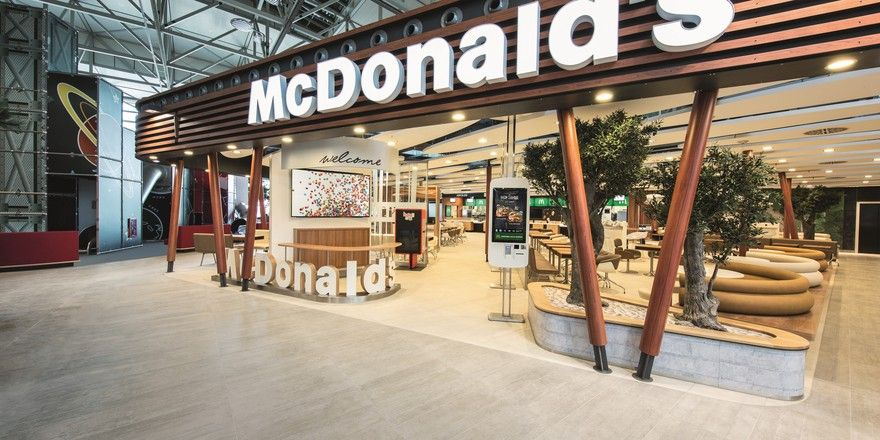 """Neues Konzept: Am Flughafen in Frankfurt ist das McDonald's """"Restaurant der Zukunft"""" bereits umgesetzt worden"""