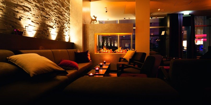 Gemütlich und schick: Die Bar-Lounge des Hotels Platzhirsch in Fulda