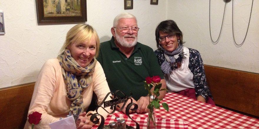 Hat den Ochsen mit gerettet: Manfred Emhardt (Mitte) ist einer der Gründungsmitglieder des Vereins..