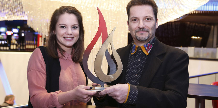 Mit Preis: Alina Zimmermann und Initiator Stephan Kwiecinski