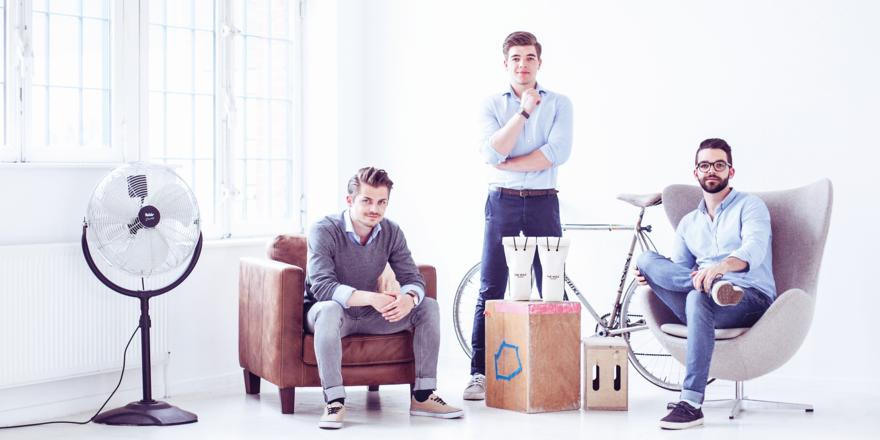 Kennen sich von der Hochschule: (von links) Lukas Porschen, Lukas Fichtl und Julian Fichtl. Die Drei, gemeinsam mit Mitgründer Sebastian Fischer sind sie ein Quartett, wollen die Spirituosenszene in Deutschland revolutionieren