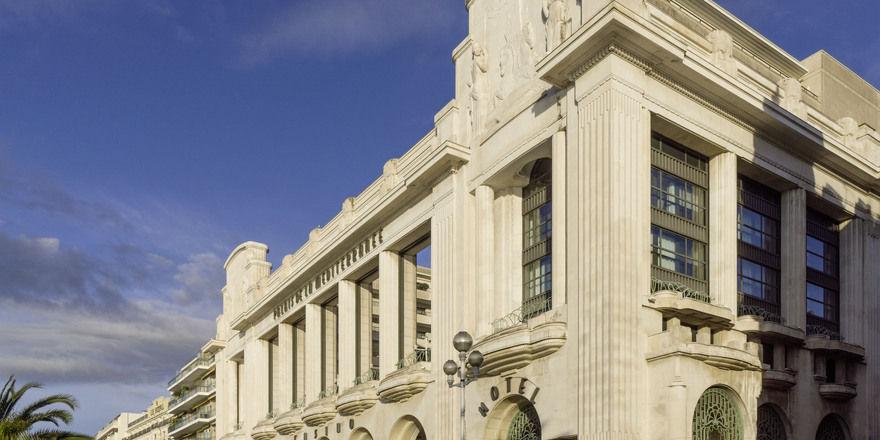 Schicke Außenansicht: Mit seiner Art-déco-Fassade prägt das Hyatt Regency Nice Palais de la Méditerranée das Stadtbild von Nizza