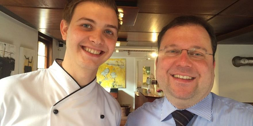 Neuer Partner: Erik Metzger (links) leitet ab 1. Juli die Krone-Küche. Geschäftsführer Matthias Gugeler (rechts) ist überzeugt von seinem jungen Küchenchef.