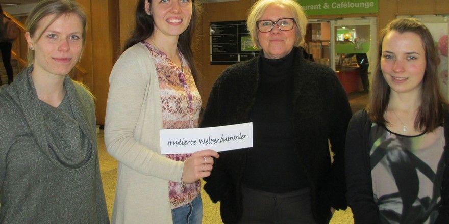 Rühren die Werbetrommel für ihr ITB-Projekt: Die Studentinnen (von links) Claudia Rochow, Jennifer Katzor und Lisa Böhme trafen sich dafür auch mit AHGZ-Autorin Karin Rieppel (Zweite von rechts) zum Gespräch in Berlin.