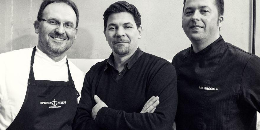 Gemeinsam im Event-Catering aktiv: Tim Mälzer (Mitte) mit den Speisenwerft-Geschäftsführern Franz Gerstenlauer (links) und Jan Bröcker