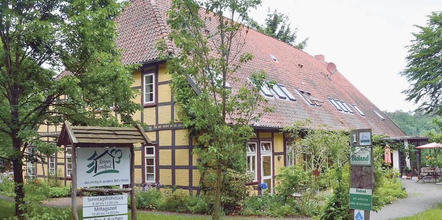 Alles ökologisch: Das Hotel zählt zu den ersten klimaneutralen Hotels in Deutschland. Das zeigen auch die Zertifizierungen.