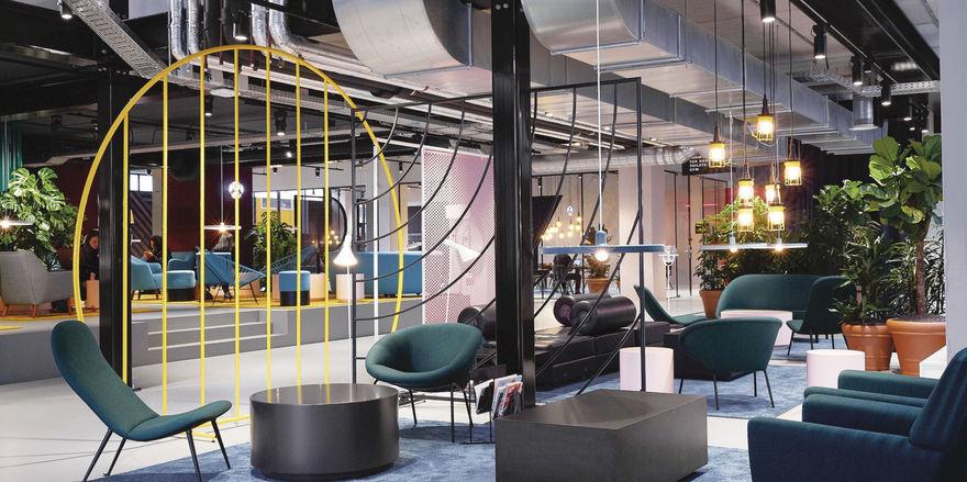 Lobby in einem der beiden Hotels in Amsterdam: Treffpunkt für Studenten, Apartmentmieter, Hotelgäste und die Nachbarschaft.