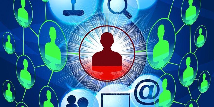 Postings im Social Web: Wenn dabei Mitarbeiter beurteilt werden, muss das genehmigt werden