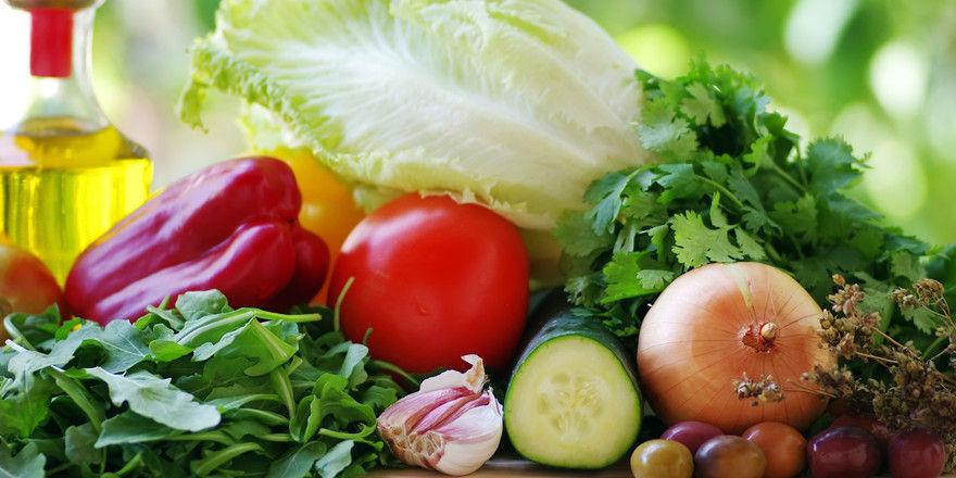 Zurzeit eher rar und deshalb teuer: Gemüse und Olivenöl