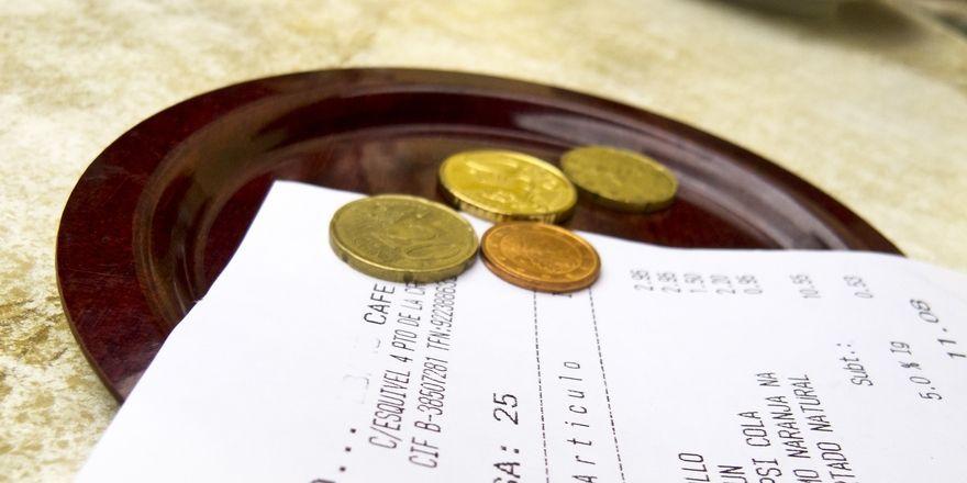 Mehr schlecht als recht: Gastronomen berichten von weniger Trinkgeld