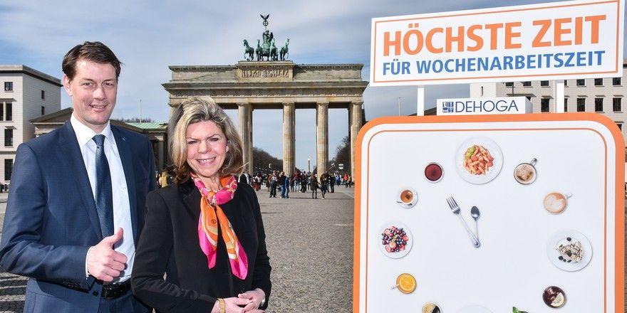 Für eine Wochenarbeitszeit: DEHOGA-Bundespräsident Guido Zöllick und Hauptgeschäftsführerin Ingrid Hartges rufen zum Start der Kampagne auf