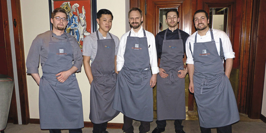 Nach dem Kochen: Denis Feix (Mitte) und seine Küchencrew.