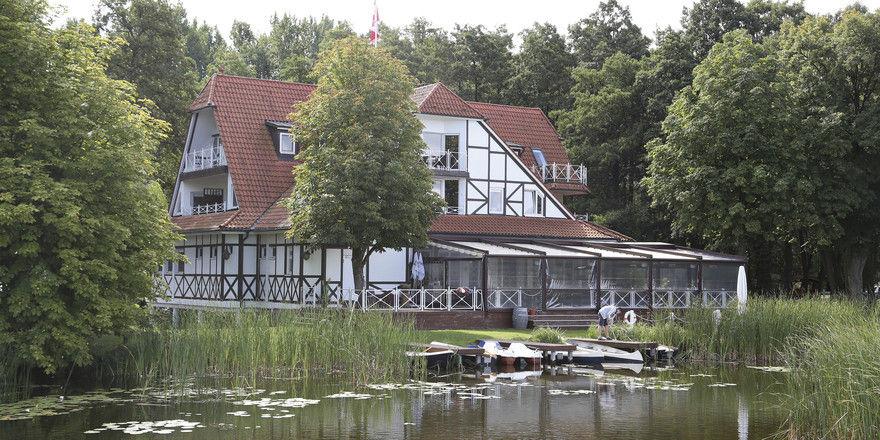 Idyllische Lage: Die Seelodge in Kremmen hat direkten Seezugang. Eigentümer Sven Brandenburg und Annett Franck, Pächterin des Seebistros für Freizeit- und Badegäste, sind zufrieden mit dem Geschäft.