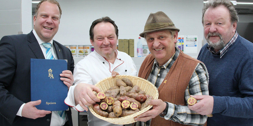 Kartoffel-Präsentation: Küchenchef Josef Kloiber (Zweiter von links) entwickelt schon Rezepte
