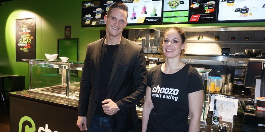 Gründer Mischa Rugolo und seine Restaurantleiterin Julia Käser: Sie servieren gesunde Smoothies, Gemüse, Salate und Pasta