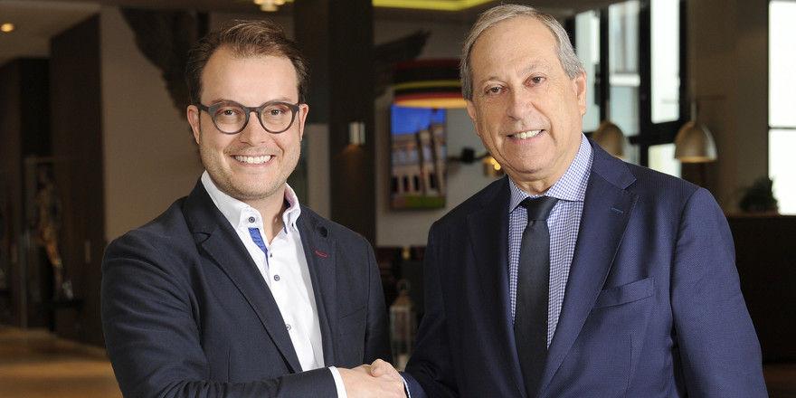 Sind sich einig: Johannes Bühler, Geschäftsführer Hans im Glück (links) und Daniel Roger, Managing Director Leonardo Hotels Europe